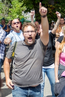 Felix Jarosch - FPÖ Traiskirchen bei der FPÖ-Gegendemo zu Pro Refugee-Kundgebung in Traiskirchen am 26.7.2015